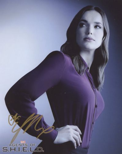 Elizabeth Henstridge from the TV series MARVEL AGENTS OF SHIELD
